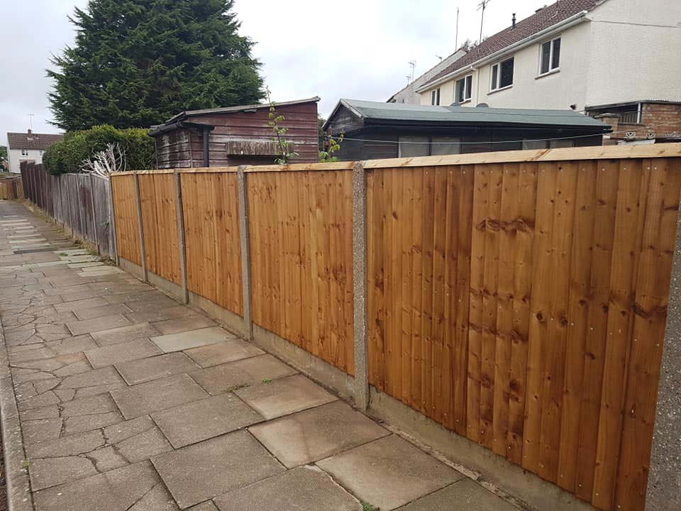 feathered edge fence with timber gravel boards along back garden in corby northamptonshire
