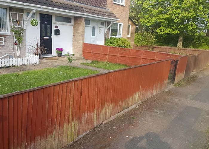 residential fencing installation and replace of a 3 foot stasndard feathered edge front garden fence to replace with new one with concrete gravel boards to avoid rot