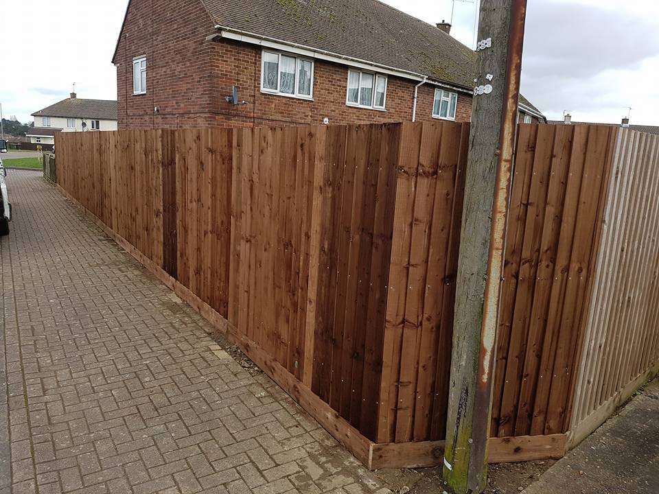 corner fence installation avoiding a telephone pole in corby norhtamptonshire using a feathered edge styled fencing soloution