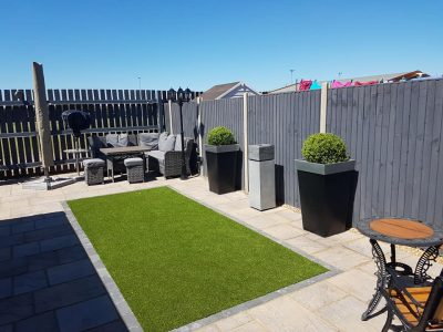 modern style fencing soloutions in keeping with the garden rennovation